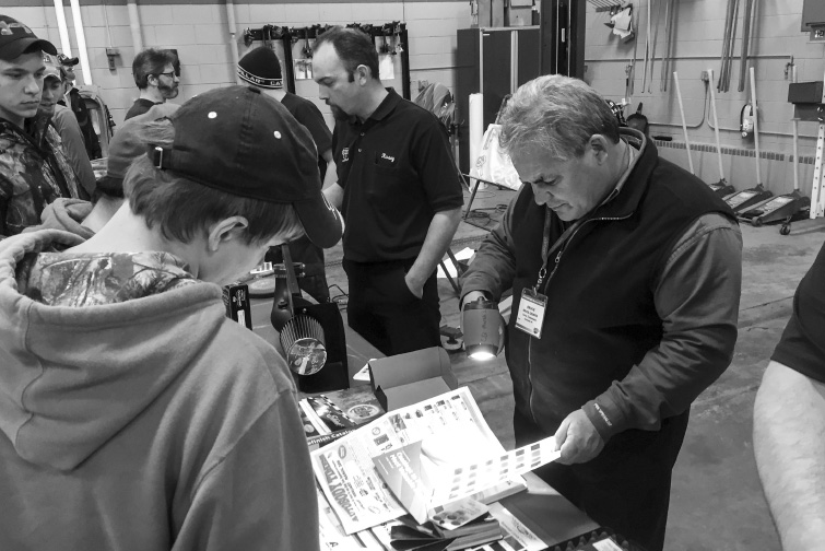 March 8 2017 The Collision Repair Education Foundation Cref Announced That More Than 1 000 Students Have Registered For Its Next Three Spring Career
